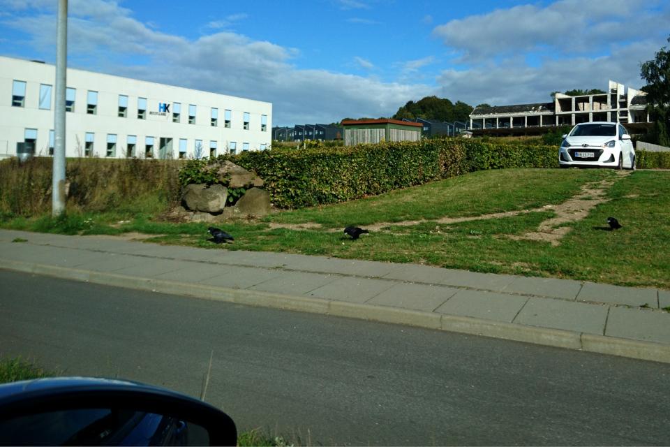 Памятник возле места разрушенного дольмена