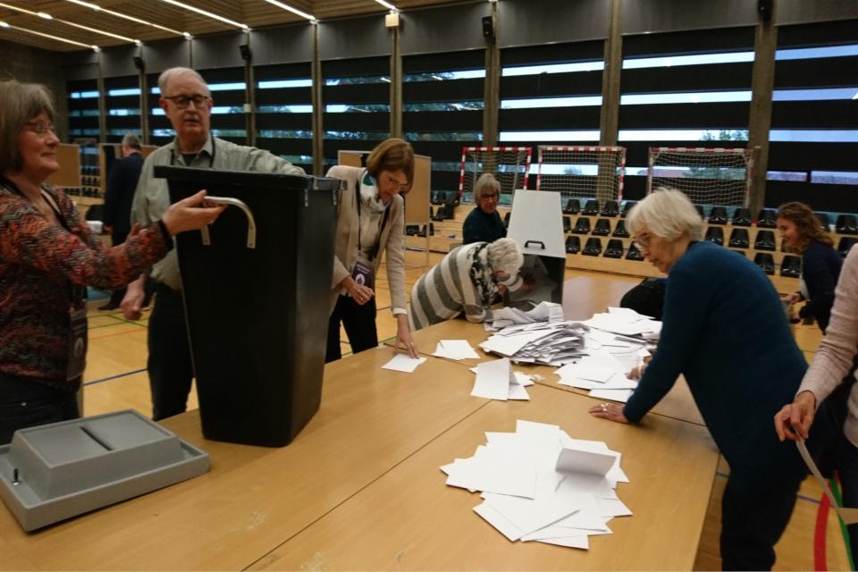 Избирательный ящик (урна для голосования) и крышка с ключом, Дания