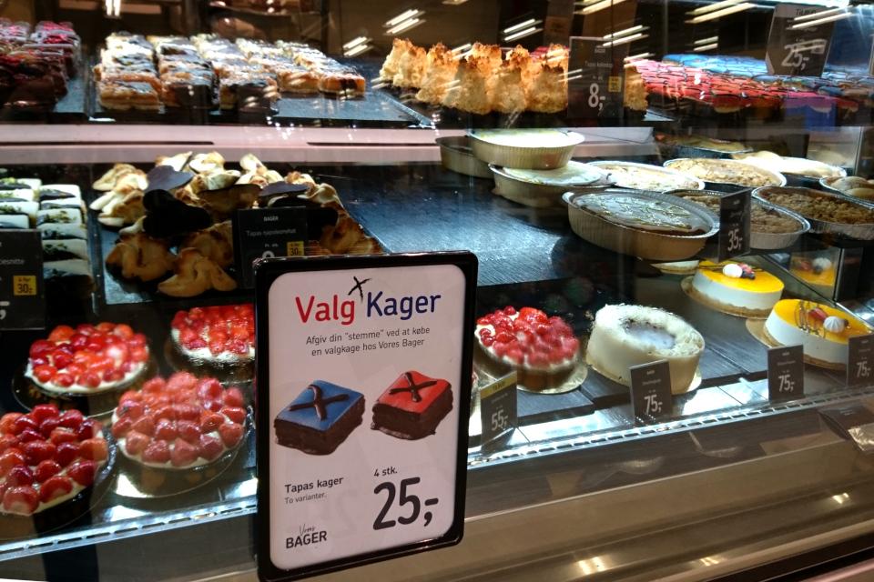 Выборные пирожные (дат. Valg Kager) в кондитерской, два варианта