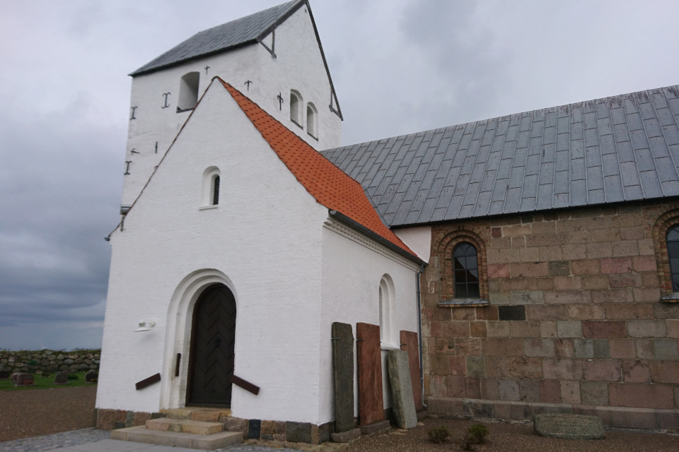 Старая церковь Аггерсборг. Фото 13 окт. 2019, г. Лёгстёр / Løgstør, Дания