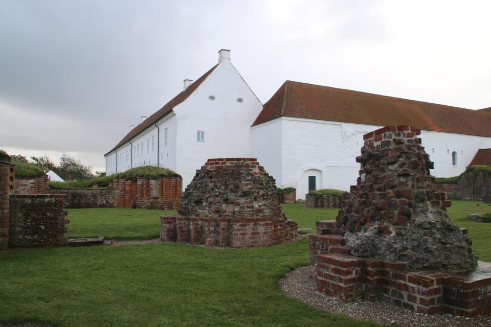 Руины монастырской церкви Витскол . Фото 12 окт. 2019, г. Ранум / Ranum, Дания