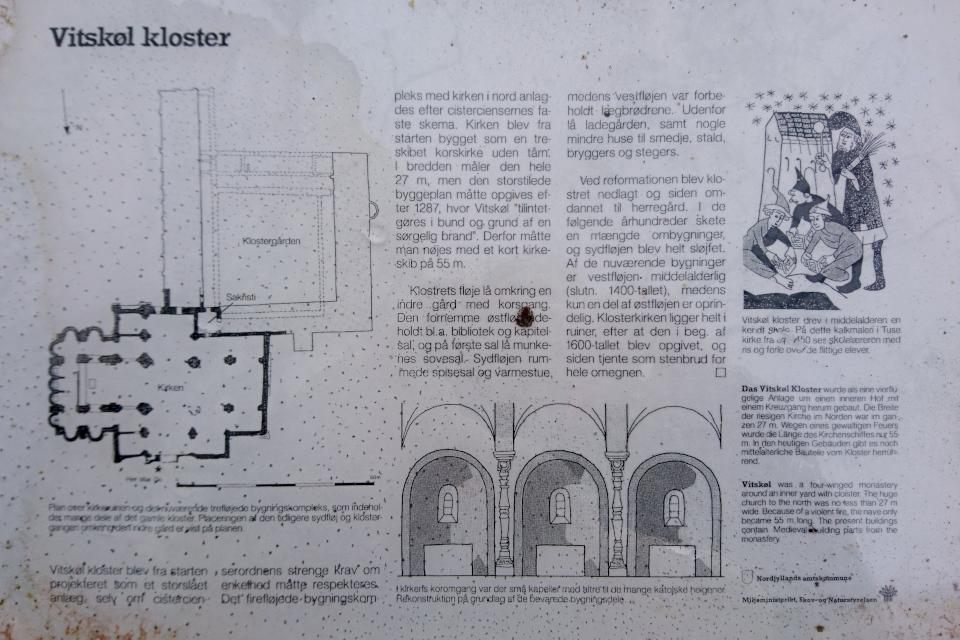 Информационный указатель возле руин старой церкви монастыря Витскол