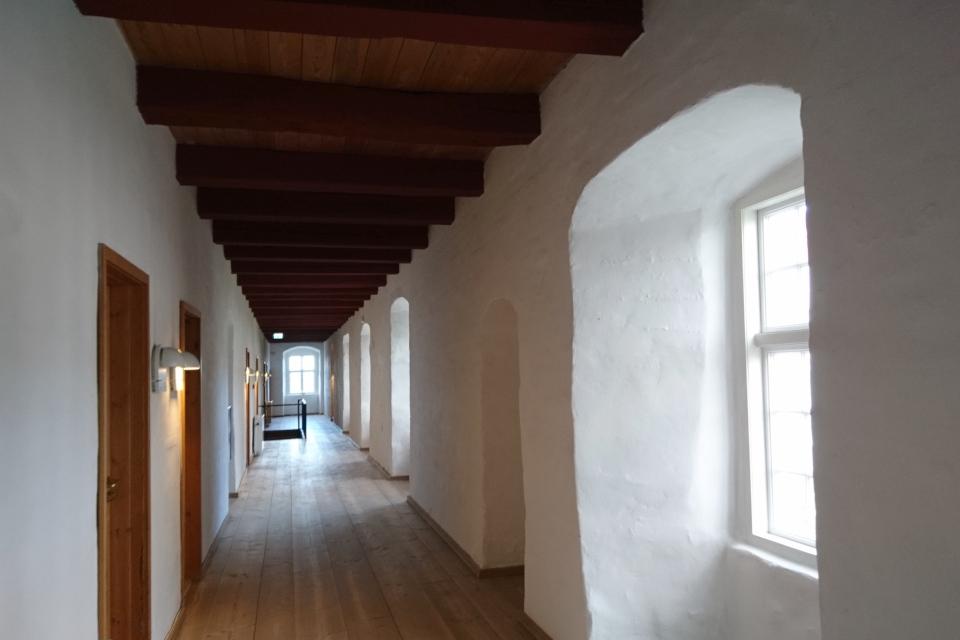 Коридор гостиницы бывшего монастыря, Витскол, г. Ранум / Ranum, Дания