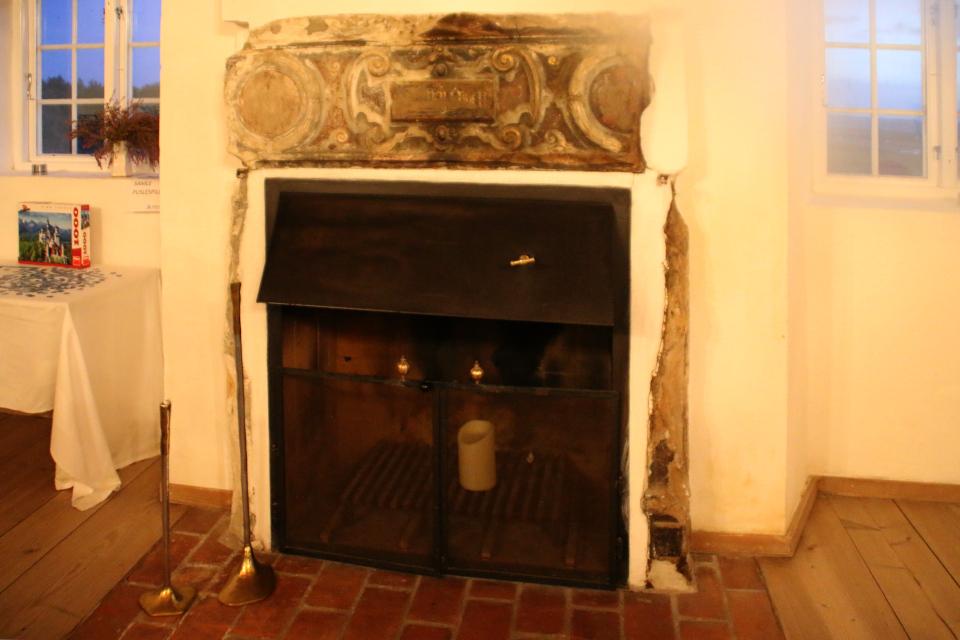 Старый камин, сохранившийся с середины 17 века, монастырь Витскол, Дания