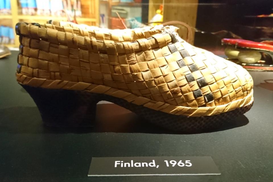 Туфли из бересты на каблуке, Финляндия, 1965 г. Выставка обуви в музее Мосгорд