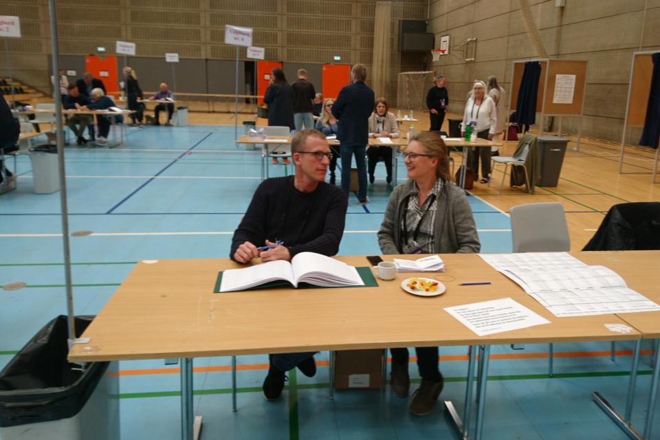Во время работы на выборах. Фото 26 мая 2019, г. Холме / Holme, Дания