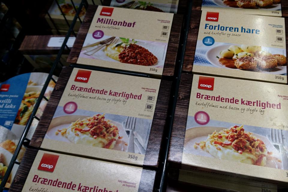 Картофельное пюре с подливой из бэкона и жареного лука (Brændende kærlighed)