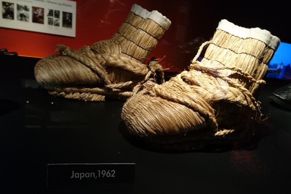 Фука-гуцу - старинная зимняя обувь японских крестьян, сплетенная из соломы