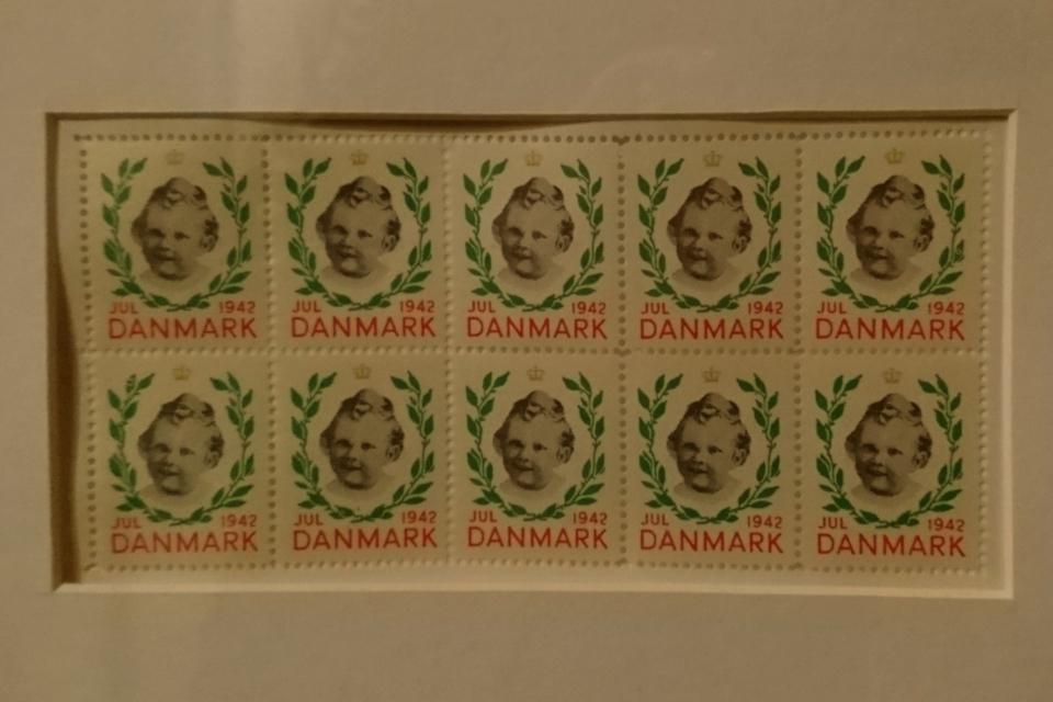 Рождественские почтово-благотворительные марки в Дании 1942 год