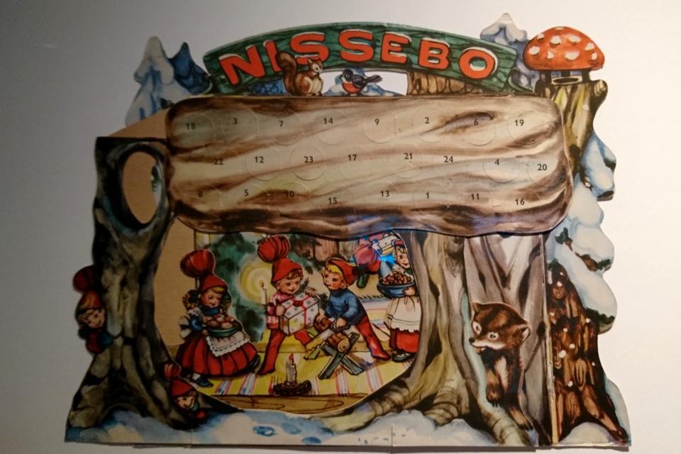 рождественский календарь с окошками в виде домика для ниссе (Nissebo)