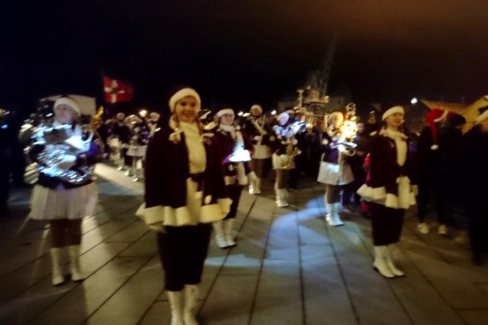 Снегурочки оркестра девушек (дат. Den Jyske Pigegarde