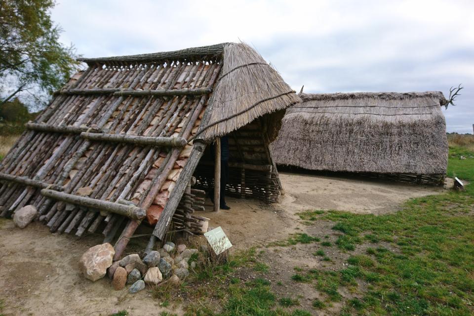 Постройка для хранения предметов охоты. Парк каменного века Эртебёлле