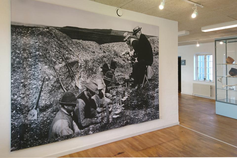 Фотография археологических раскопок, производимых в местечке Эртебёлле