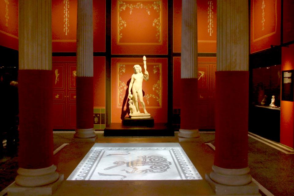 Бахус (Bacchus)- римское божество, соответствующее греческому Дионису