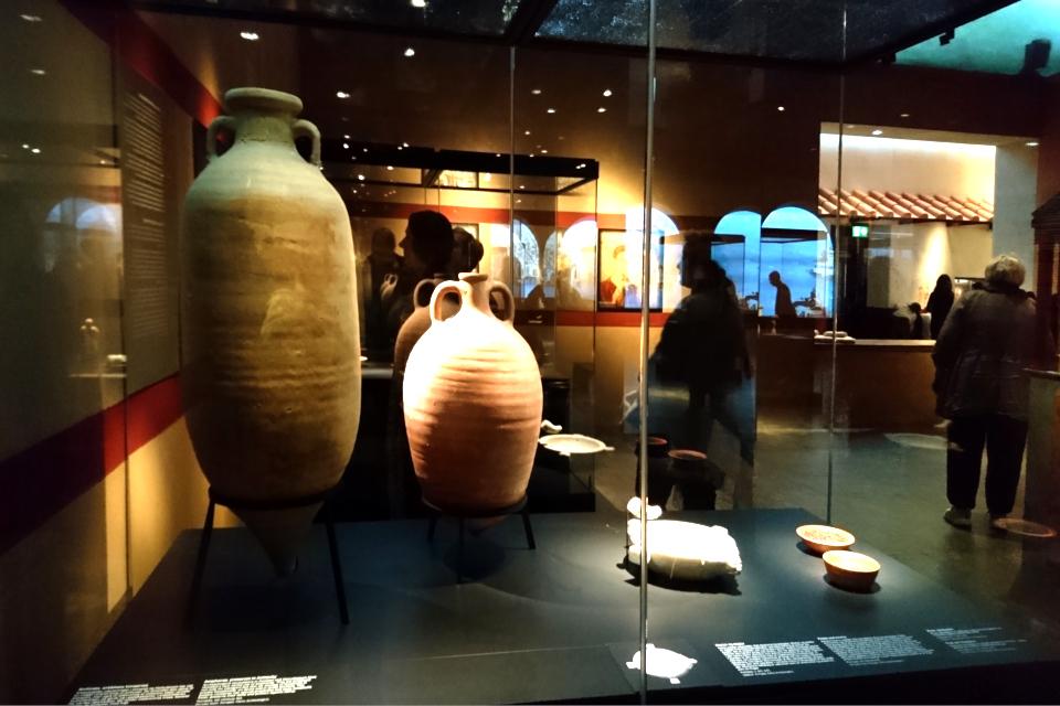 Глиняные амфоры для соуса garum, Помпеи, 1 век н.э.