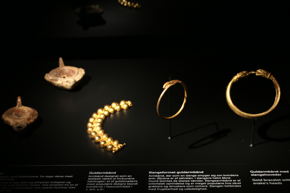 Золотые украшения, найденные возле жертв Помпеи, 1 в. н.э.