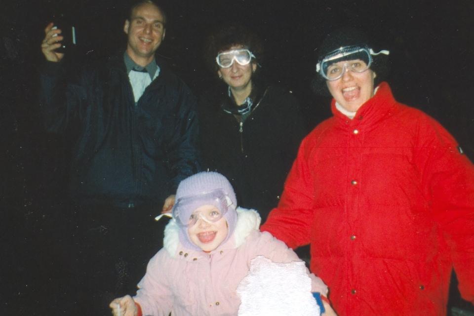 Встреча Нового Года в защитных очках в порту г. Орхус, Дания. Фото 31 дек. 1999