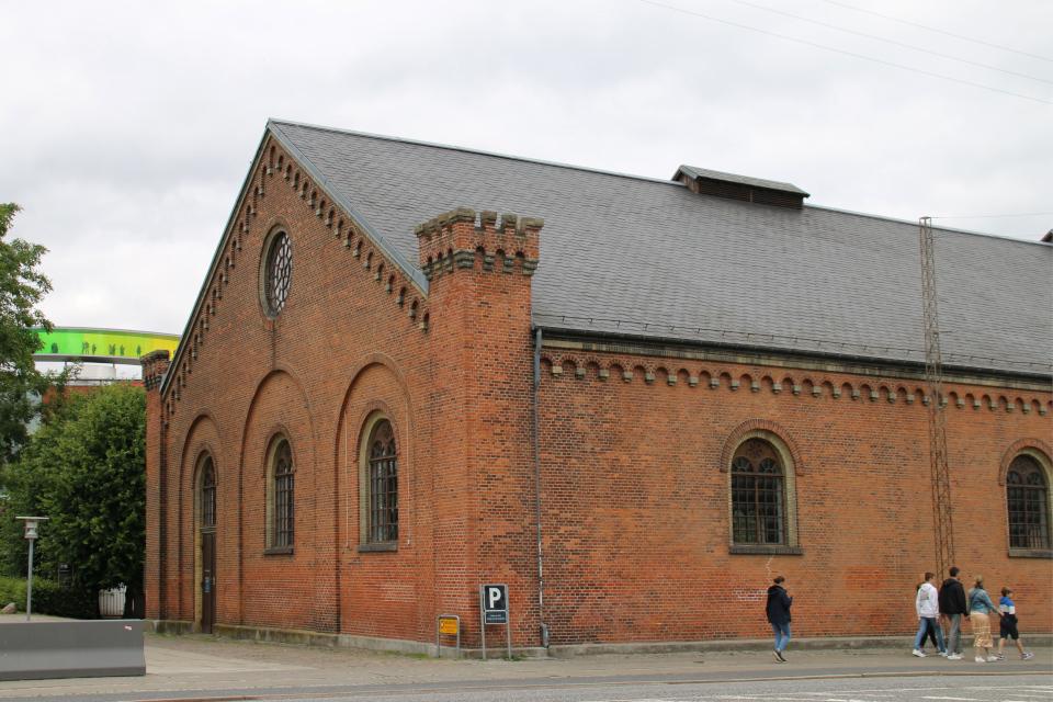 Здание Ридехусет (Ridehuset), вид со стороны ратуши Орхус, Дания