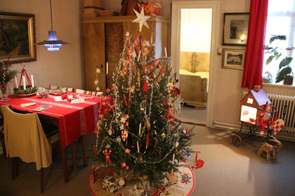 Комната с рождественским декором 1974 года в историческом музее Старый Город
