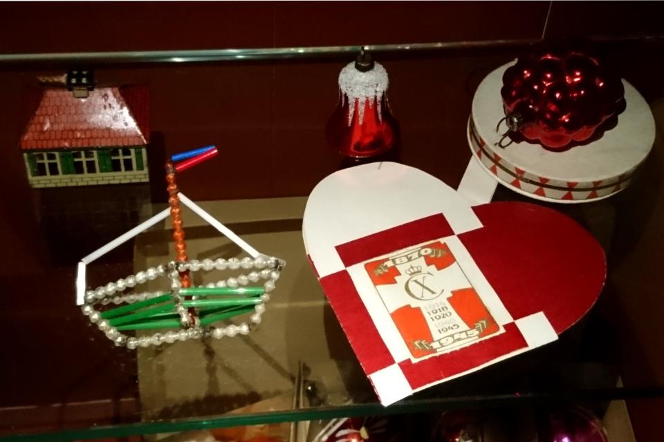 Рождественское сердечко 1945 года с логотипом короля Кристиан Х