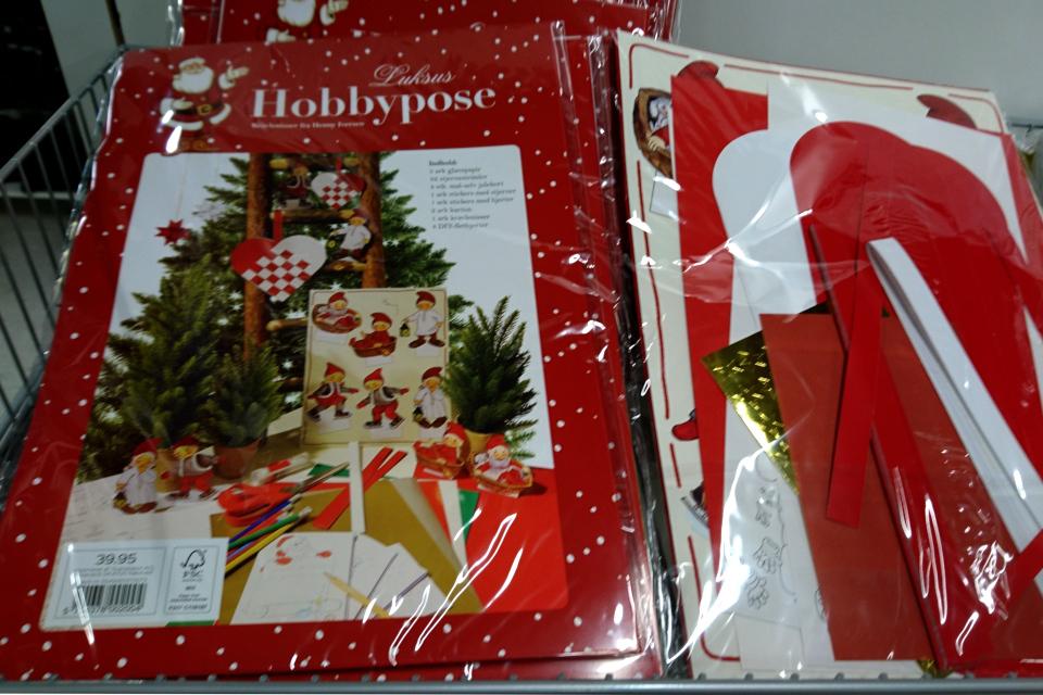 Разноцветная бумага и шаблоны для плетения рождественских сердечек, Дания