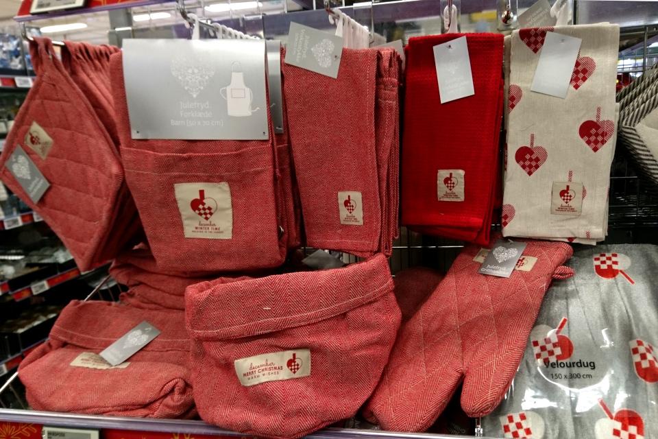 Аксессуары для Рождества с мотивами плетеных сердечек