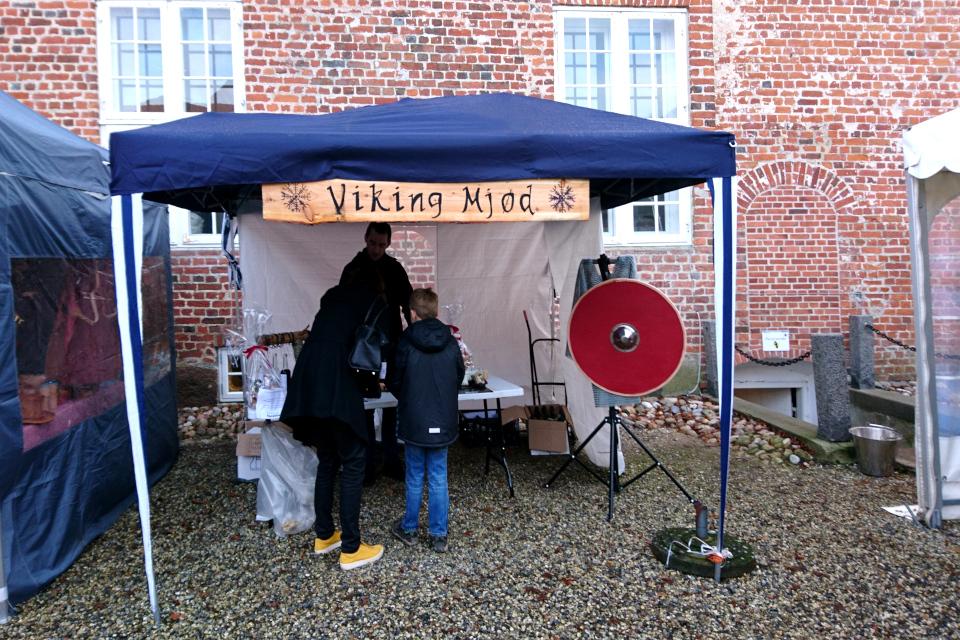 медовый напиток викингов (дат. Viking Mjød), замок Ульструп / Ulstrup, Дания