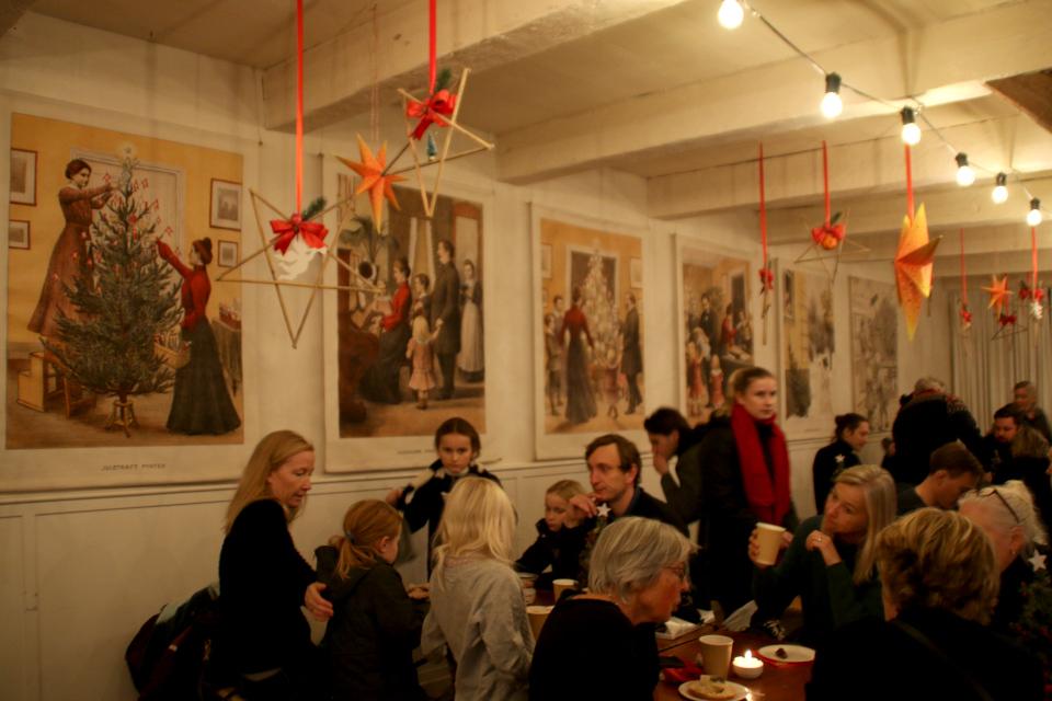 Плакаты про празднование Рождества в рождественском зале, Дания