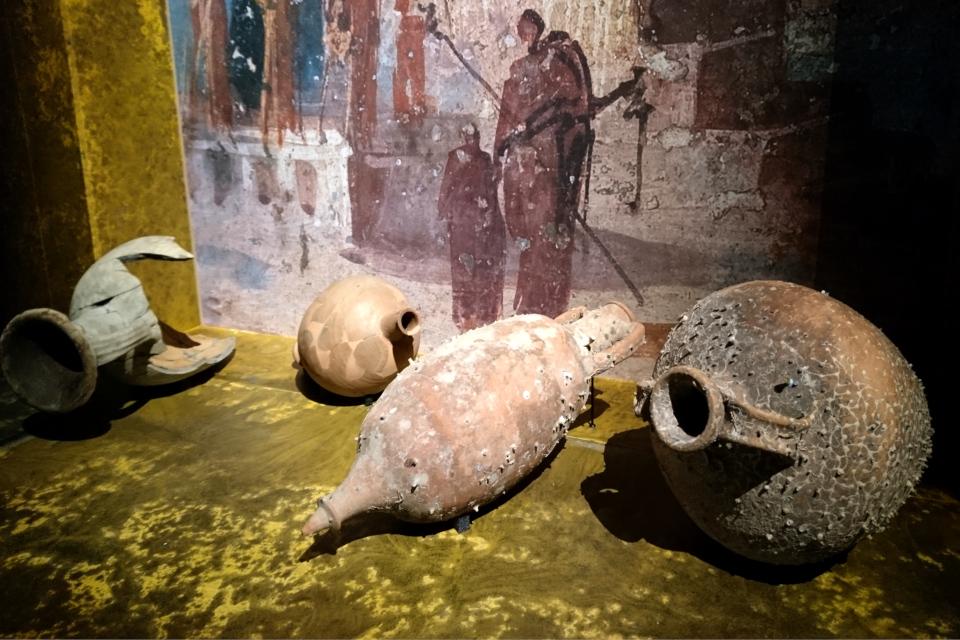 Амфоры для итальянского вина, найденные в Сицилийским проливе
