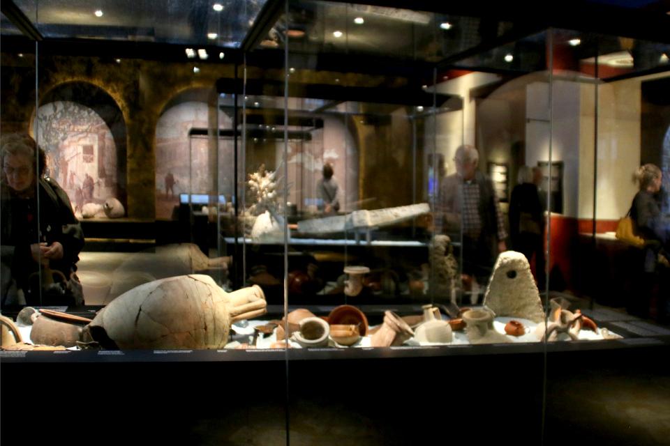 экспонаты, найденные во время археологических находок в городах Помпеи