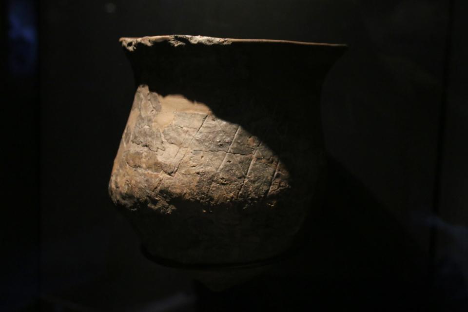 Глиняная посуда с ромбообразным узорами, 4700 г. до н. э., Эртебёлле
