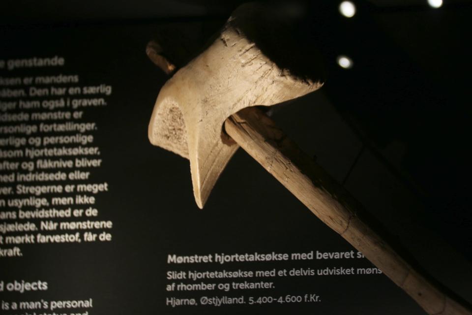 Топор из рога оленя с узорами: прямые линии, треугольники и ромбы, Эртебёлле