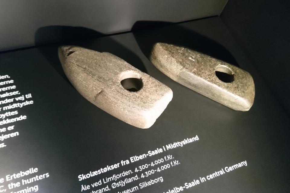 Топоры, найденные около Лим Фьорд и возле озера Брабранд, Эртебёлле
