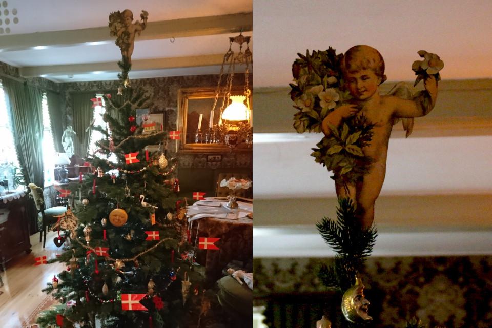Ангел с букетом цветов морозника черного украшает рождественскую елку, Дания