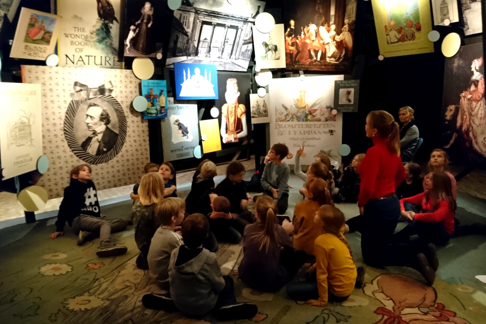 """Экскурсия для детей на выставке """"Сказочная королева"""" (""""Eventyrdronningen)"""