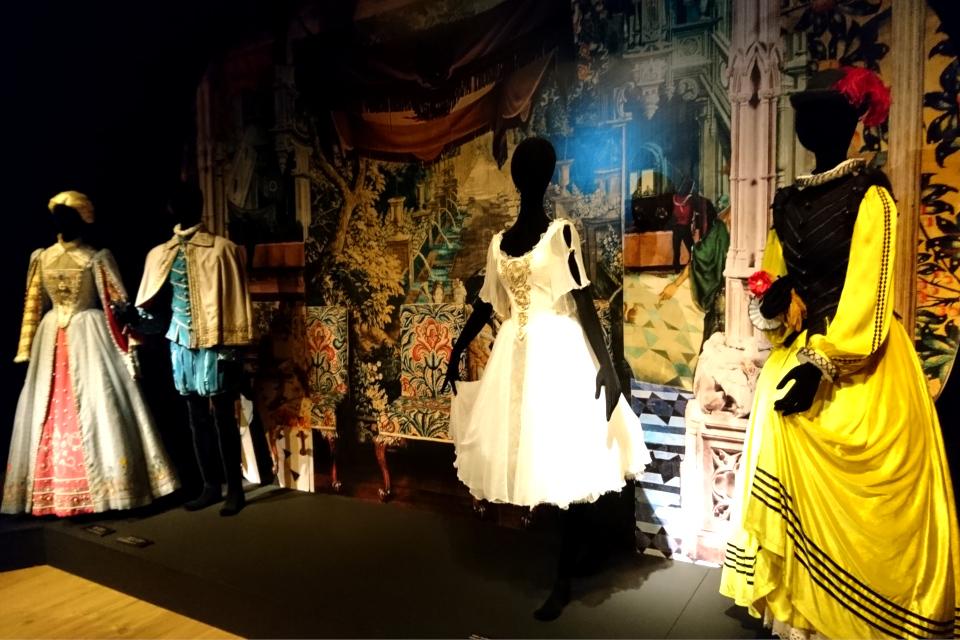 """костюмы, созданные королевой Маргрете II для балета """"Народная легенда"""""""