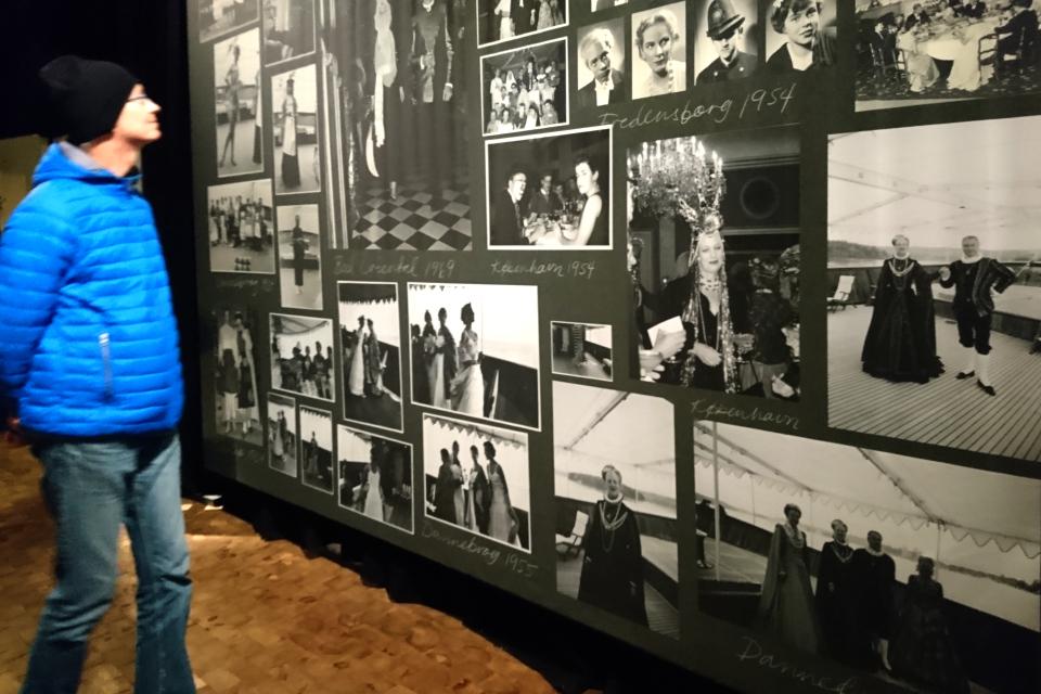 """Фотографии королевы Маргрете II на выставке """"Сказочная королева"""""""