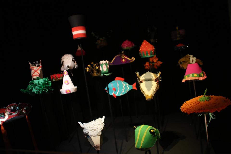 Шапки из картона - королевы Маргрете II для спектакля театра пантомимы