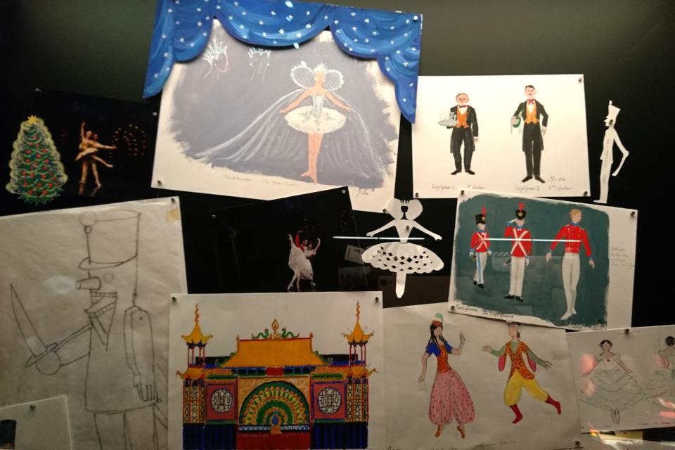 """Эскизы костюмов и декораций -королева Маргрете II для балета """"Щелкунчик"""""""