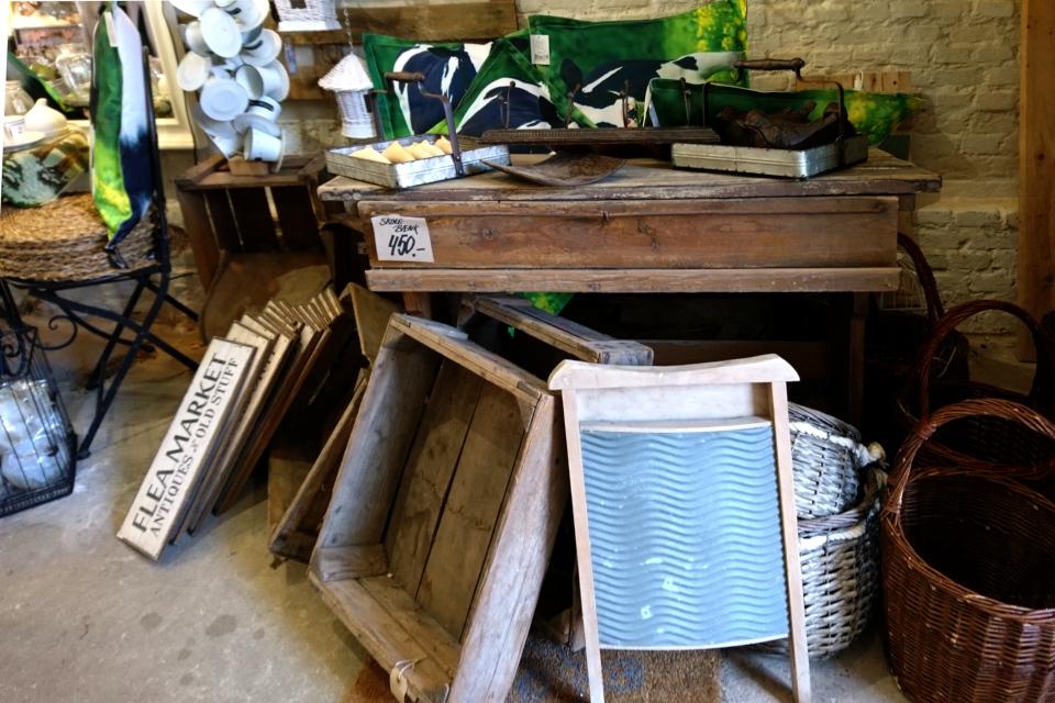 Магазин хюгге в Кристиансфельд, Старая аптека. Доска для стирки белья
