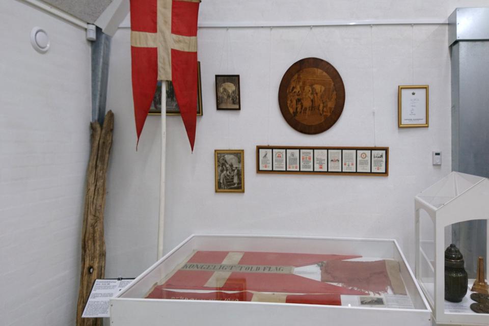 Даннеброг с пограничной таможни и старый флагшток