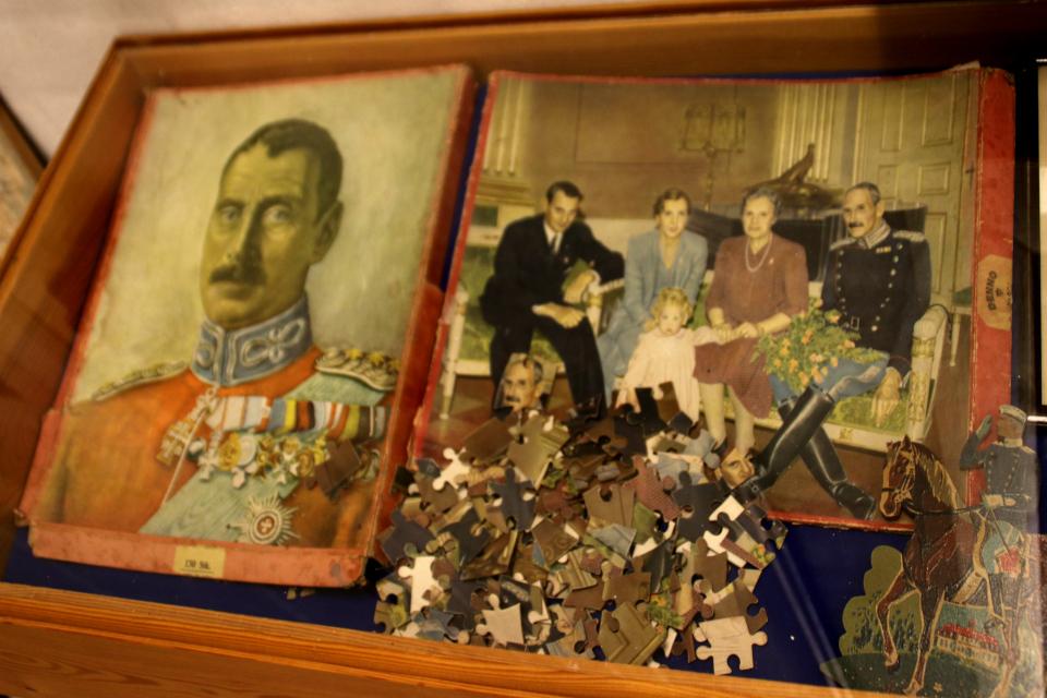 Пазл - складные картинки с королем и его семьей