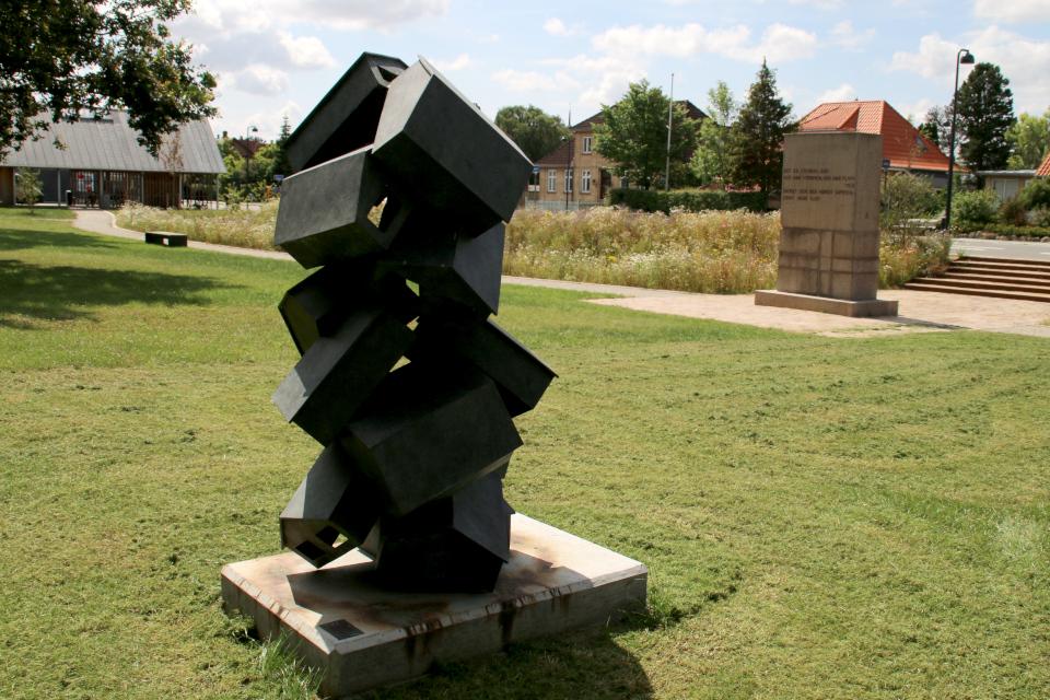"""Скульптура Эске Кат (Eske Kath) под названием """"Сбор"""" (дат.""""Samling"""")"""