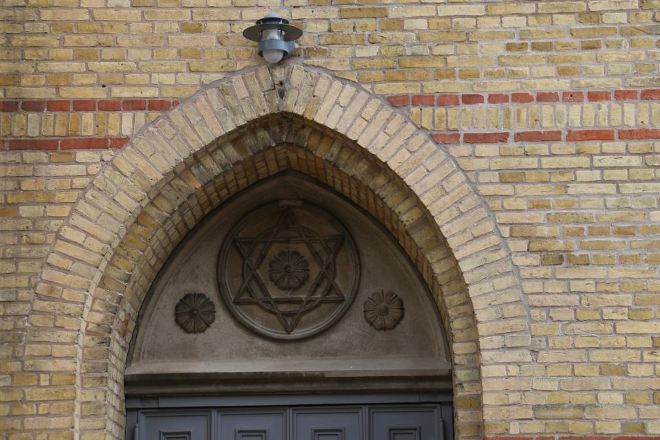 Звезда Давида над дверью одного из входов в церковь Тюструп, Кристиансфельд