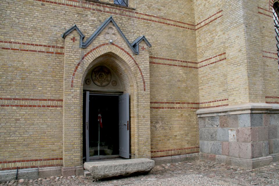 Гранитный камень бывшей средневековой церкви Тюструп, Кристиансфельд