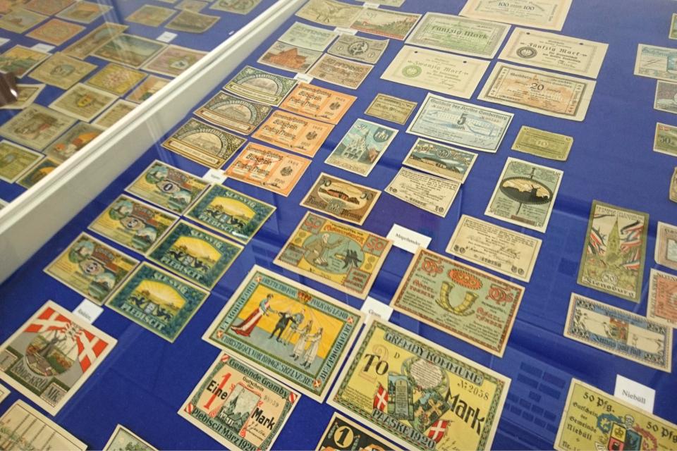 Бумажные деньги, изданные в 1920 г.