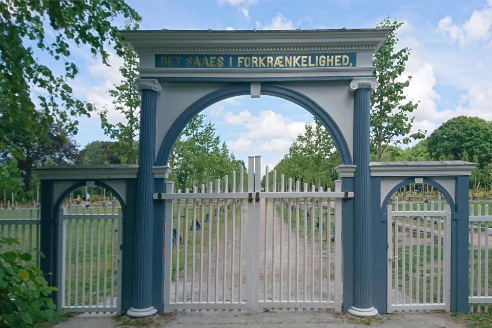 Ворота у входа на кладбище (Brødremenighedens kirkegård), Кристиансфельд