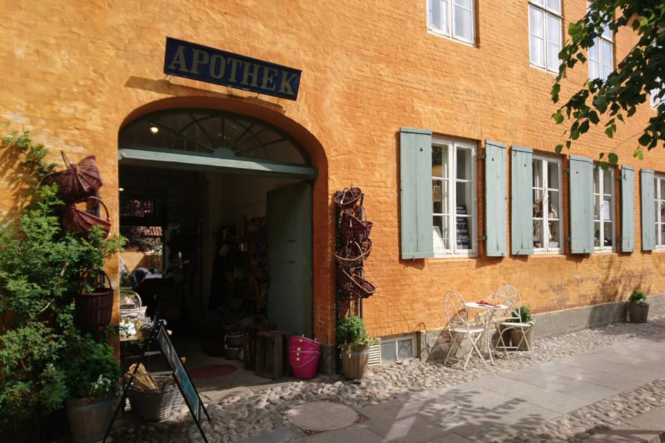 Магазин хюгге в Кристиансфельд, Старая аптека