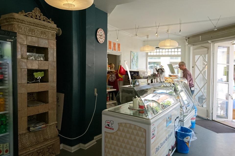 """Внутри магазина """"Honning-Cafe"""", г. Кристиансфельд / Christiansfeld, Дания"""