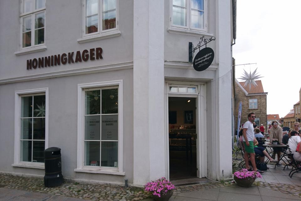 Здание, где продавались первые медовые пряники, Christiansfeld, Дания